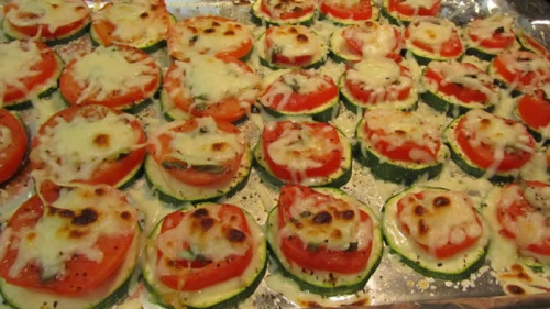 Кабачки, запеченные с чесноком и помидорами - фото шаг 5