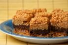 Пирожные с шоколадом, рисовыми хлопьями и арахисовым маслом