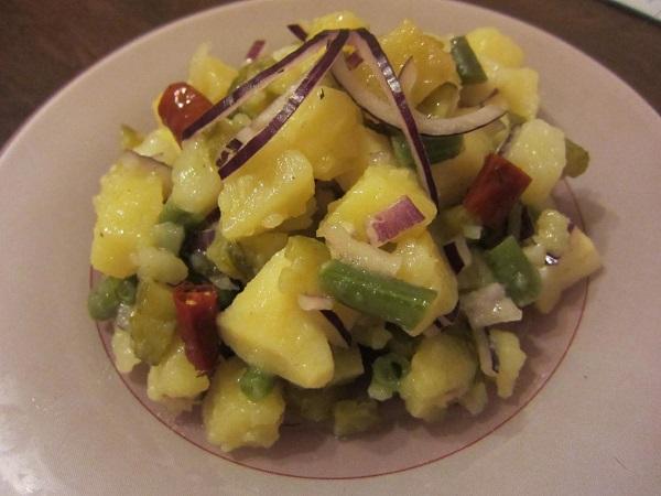 Салат с картошкой и солеными огурцами - фото шаг 6