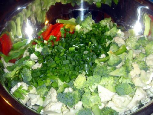 Овощной салат с креветками и лимоном - фото шаг 11