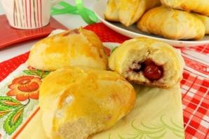 Пирожки духовые с вишней