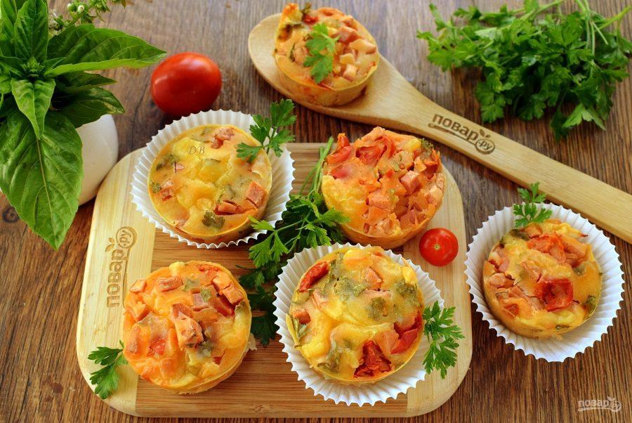 Маффины с колбасой и сыром