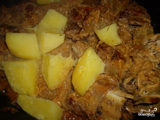 Тушеные говяжьи ребрышки с картошкой