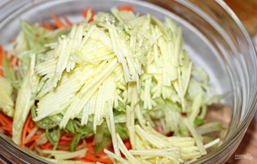 Салат из зеленой редьки с морковью - фото шаг 4