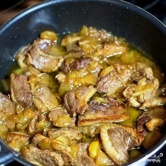 Тушеное мясо утки с яблоками - фото шаг 10