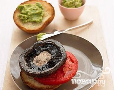 Рецепт Бургеры с грибами и соусом из авокадо