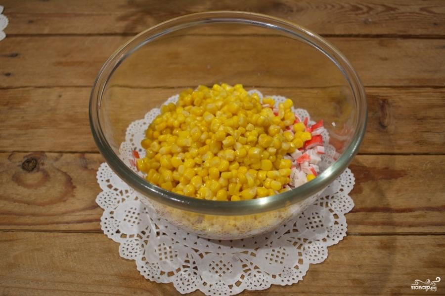 Кальмаровый салат с крабовыми палочками - фото шаг 2
