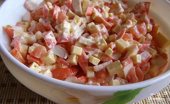 Салат с крабовыми палочками и сыром - фото шаг 5