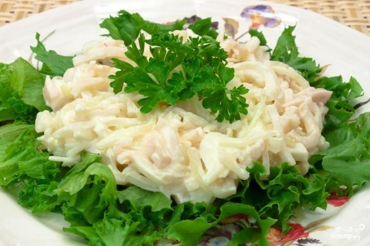 Кальмаровый салат с рисом