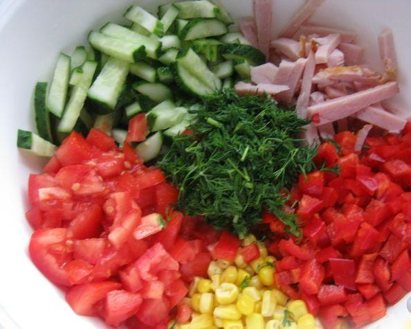 Вкусный салат с копченой курицей - фото шаг 3