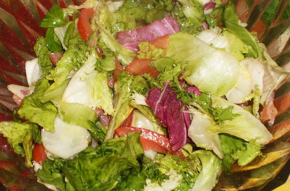 Простой салат с семгой слабосоленой - фото шаг 5