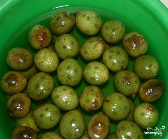 Варенье из зелёных грецких орехов - фото шаг 2