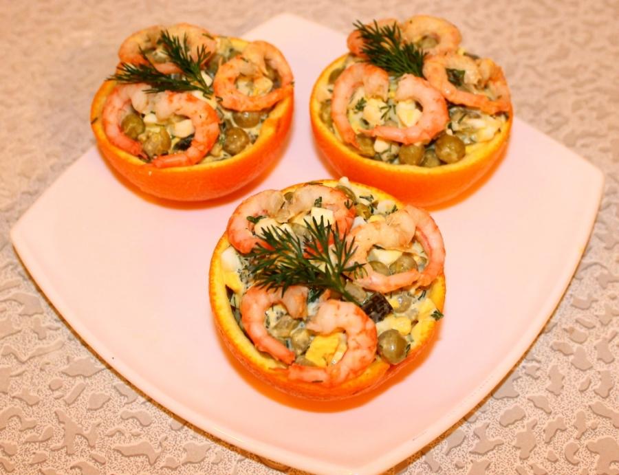 Салат из креветок в апельсиновых чашечках. - фото шаг 3