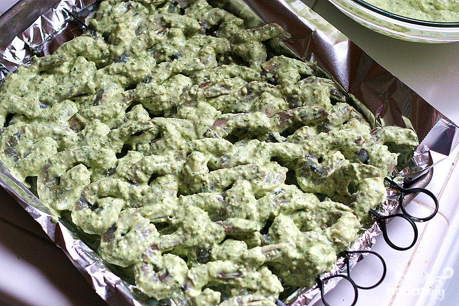 Шашлык из креветок с чили и тыквенными семечками - фото шаг 6