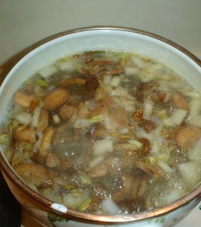 Грибной суп в буханке хлеба - фото шаг 4