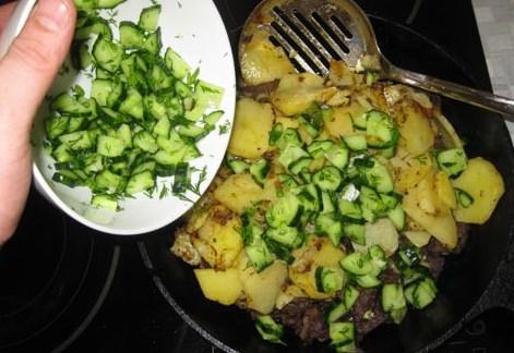 Жареная говядина с картошкой - фото шаг 14