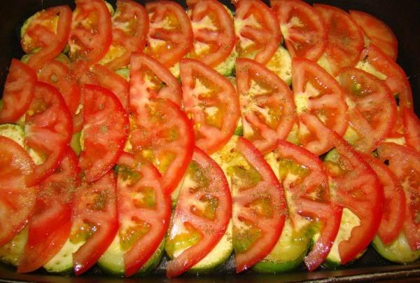 Кабачки с помидорами в духовке - фото шаг 4