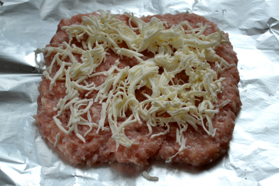 Мясной рулет с грибами и сыром - фото шаг 4