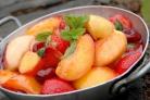Соте из летних фруктов и ягод