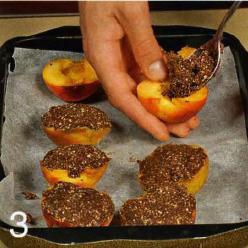 Персики, запеченные с шоколадом и имбирем - фото шаг 3