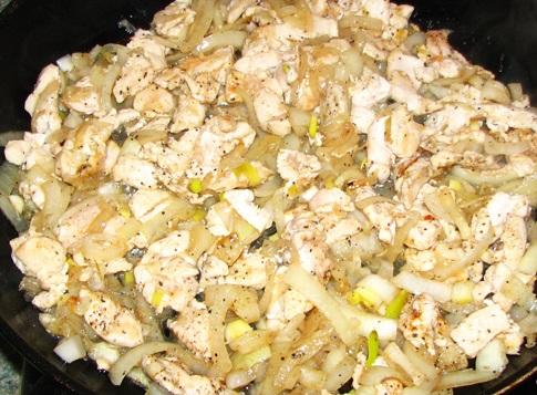 Блинчики с курицей и сыром - фото шаг 3