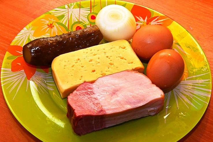Рецепт Салат из ветчины с сыром и огурцом
