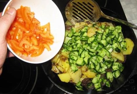 Жареная говядина с картошкой - фото шаг 15