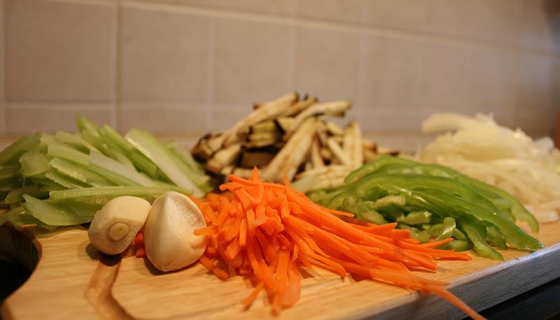 Говядина с рисовой лапшой - фото шаг 1