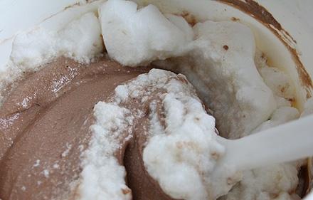 Шоколадный пудинг в микроволновке - фото шаг 3