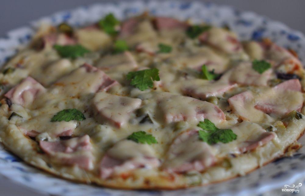 Пицца на сковороде с ветчиной