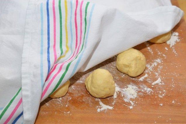 Сдобные пирожки с творогом - фото шаг 13