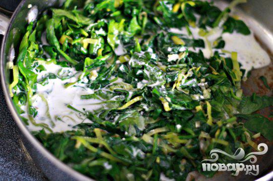 Стейк с грибным соусом и сливочным шпинатом - фото шаг 4