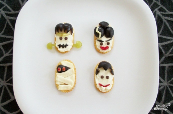 Быстрая закуска из крекеров на Хэллоуин