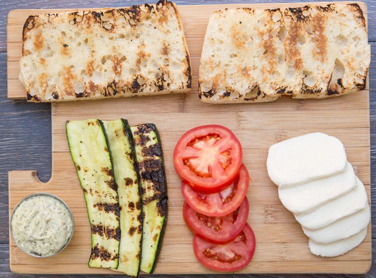Рецепт Бутерброды с кабачком и помидором
