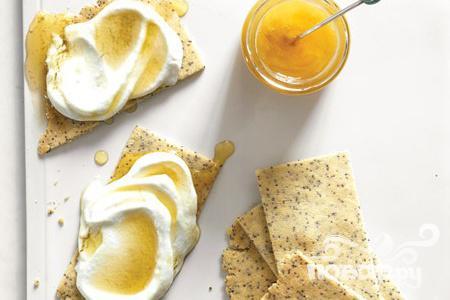 Рецепт Миндальные крекеры с медовым соусом