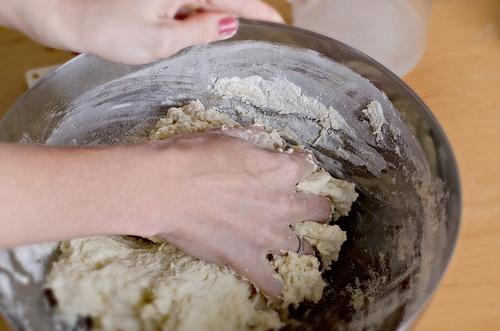 Воздушные пирожки в духовке - фото шаг 3
