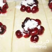 Слоеное тесто с вишней - фото шаг 3