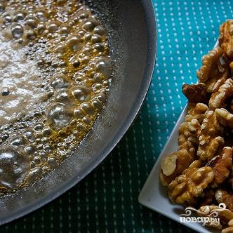 Салат с руколлой, луком, сыром и орехами - фото шаг 3