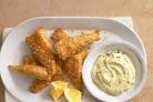 Рыба в панировке с соусом