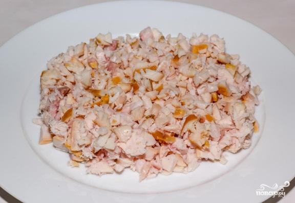 Рецепт салата с копчёной грудкой и шампиньонами