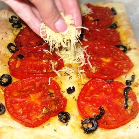 Пирог с жареными помидорами и маслинами - фото шаг 5