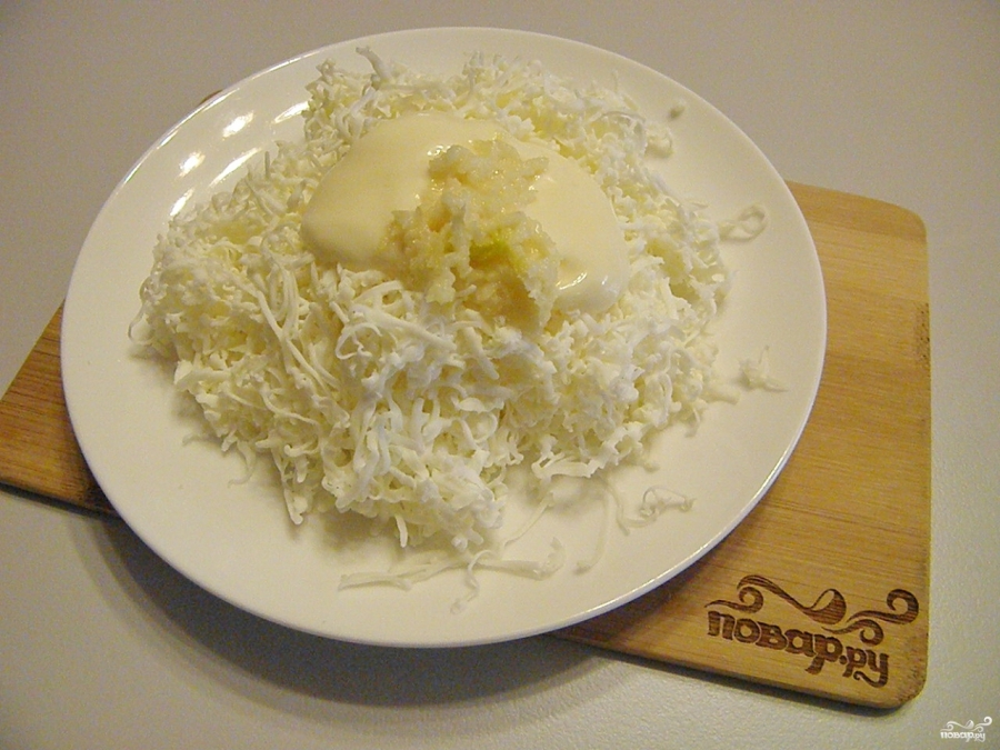 Плавленый сыр с чесноком - фото шаг 2