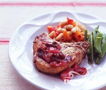 Рецепт Свиные отбивные в соусе из вишни и ревеня