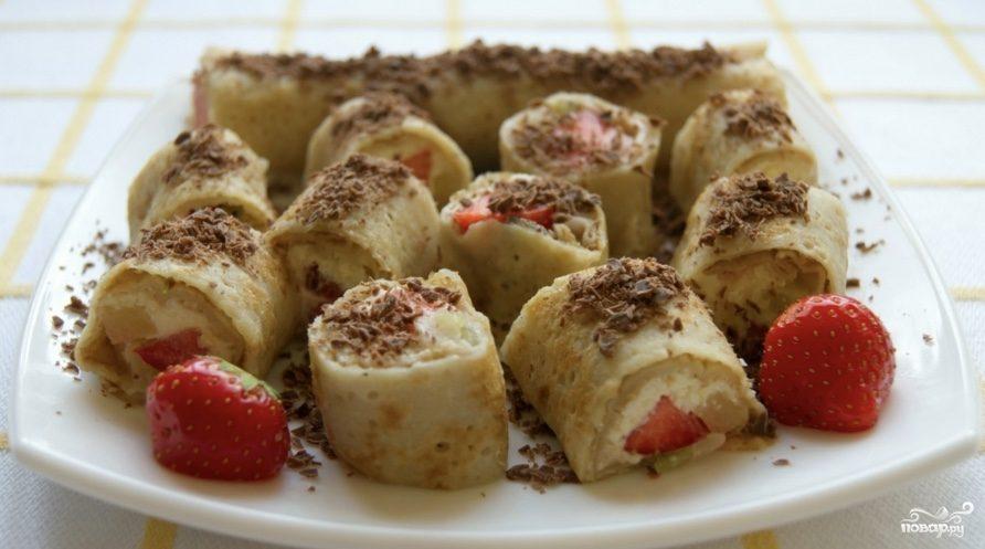 Блинчики с фруктами и мороженым