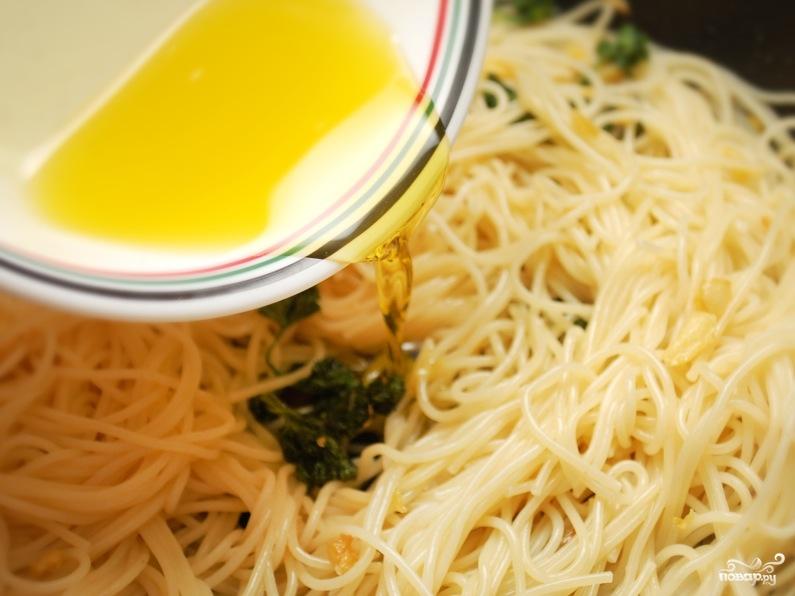 Спагетти с чесноком и маслом - фото шаг 6