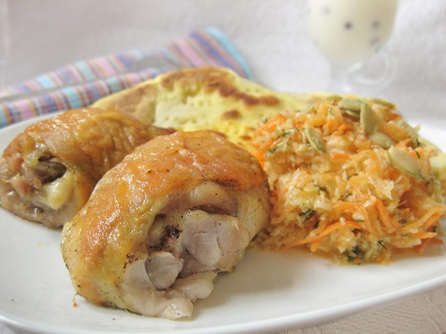 Карамельная курочка с овощами, лепешками и десертом - фото шаг 12