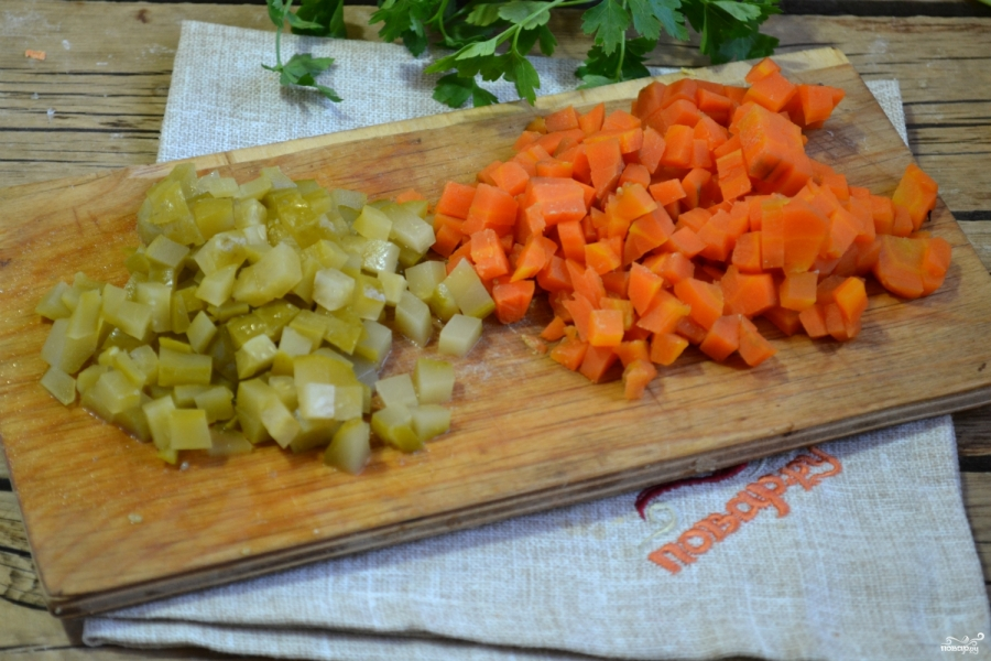 Салат из огурцов с морковкой - фото шаг 2