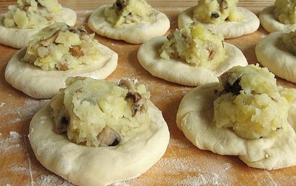 Быстрое тесто на пирожки жареные - фото шаг 7