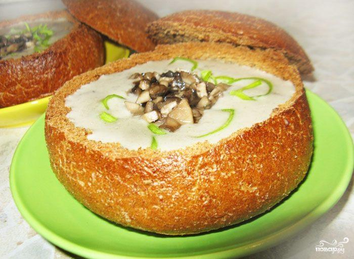 Грибной суп в буханке хлеба