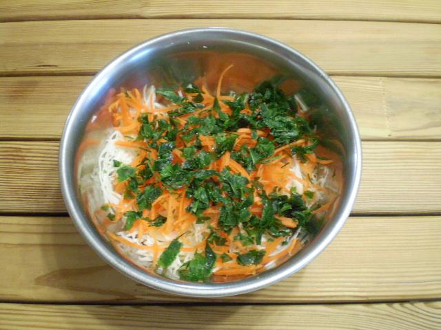 Салат витаминный из капусты и моркови с уксусом - фото шаг 4